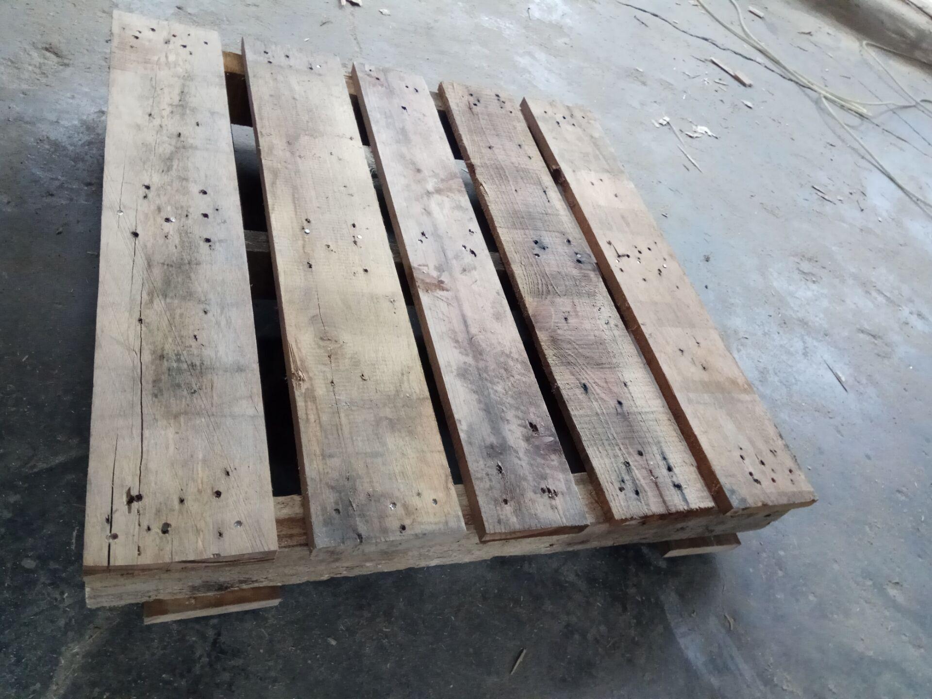 二手木托盘-旧木头拼凑而组成